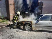 """В Херсоне сгорел оставленный """"на минутку"""" автомобиль BMW"""