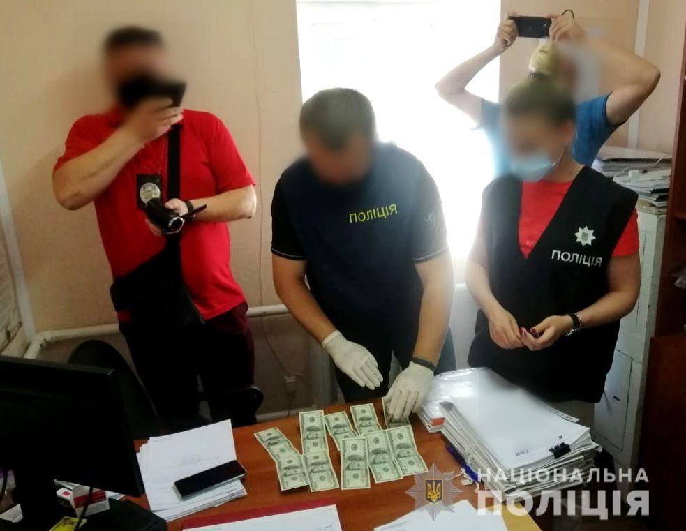 В Херсоне на взятке в тысячу долларов задержана глава сельсовета