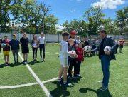 У День захисту дітей юні футболісти Херсона отримали нові м'ячі