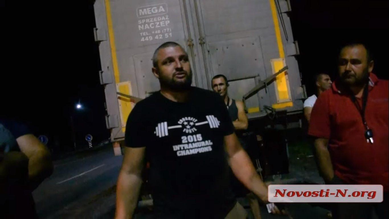 """На Херсонщине конфликт между водителями грузовиков и """"Укртрансбезопасностью"""""""
