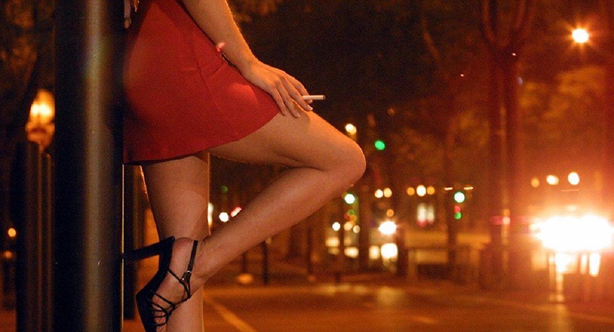 Во время ночного рейда в Херсоне обнаружили 9 проституток