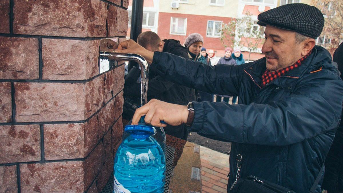 Жители одного из микрорайонов Херсона просят власти установить бюветы с питьевой водой