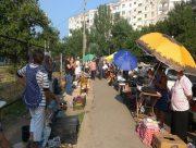 Стихийные рынки в Херсоне работают без соблюдения правил карантина
