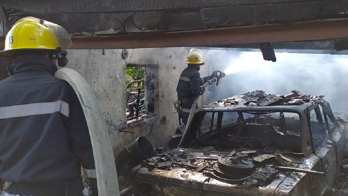 В Херсонской области сгорел гараж с автомобилем