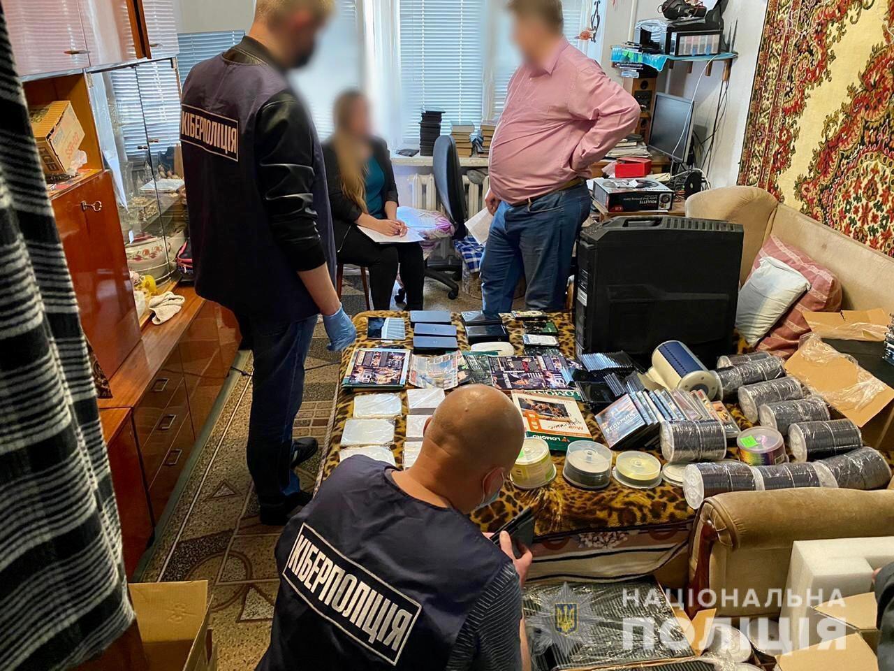 Херсонские полицейские поймали николаевца, создавшего несколько пиратских сайтов для просмотра фильмов