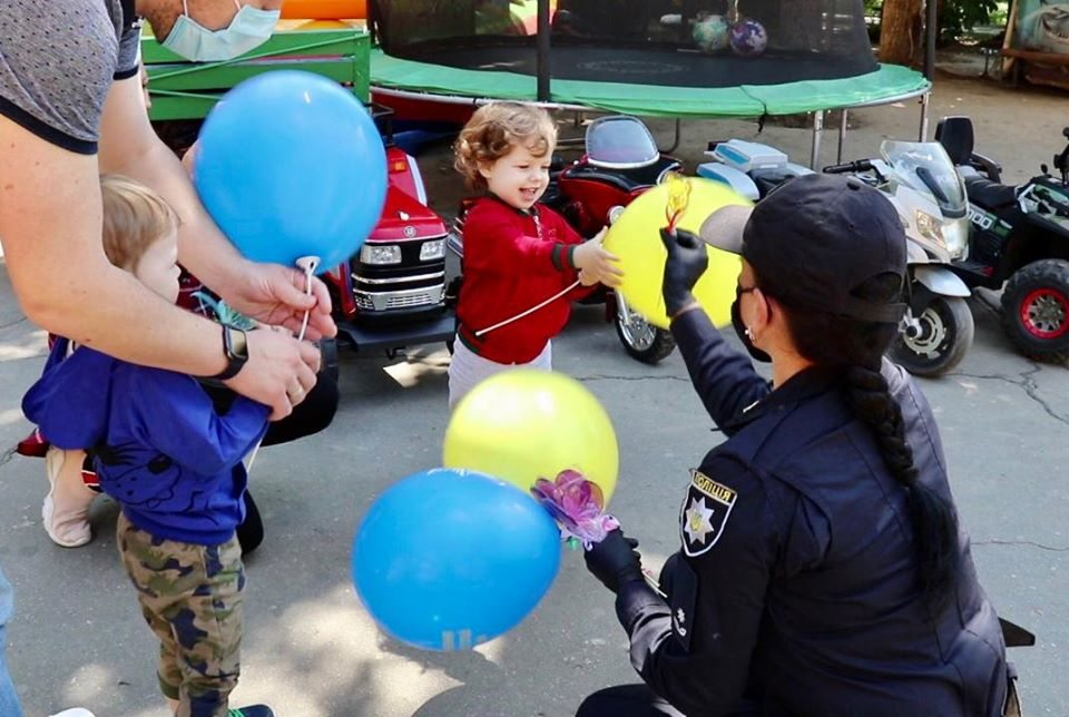 На Херсонщине полицейские устроили праздник для детворы в связи с Международным днем защиты детей