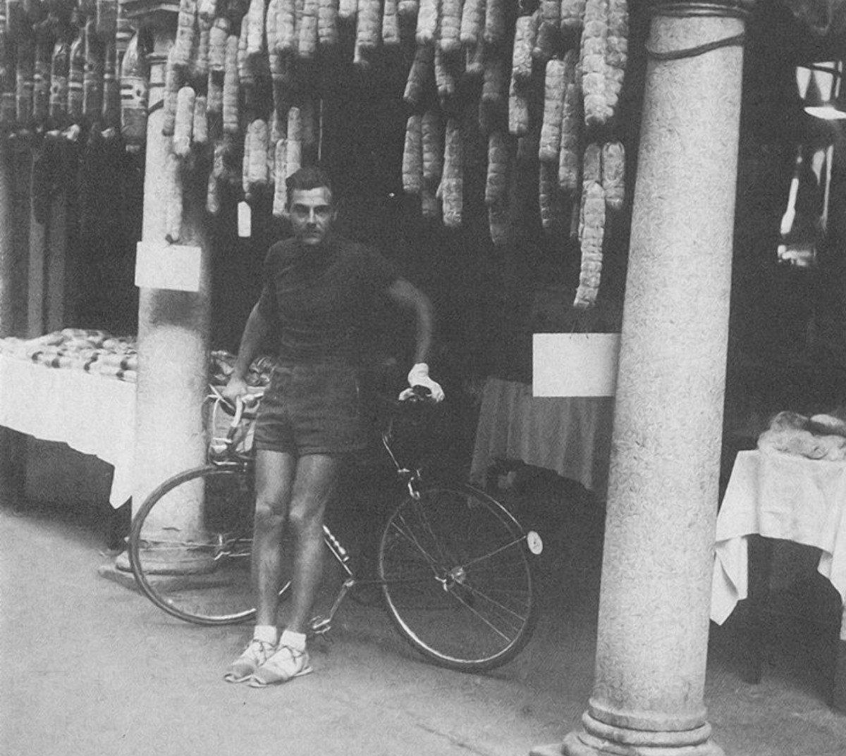 Херсонский краеведческий музей показал уникальную велофутболку