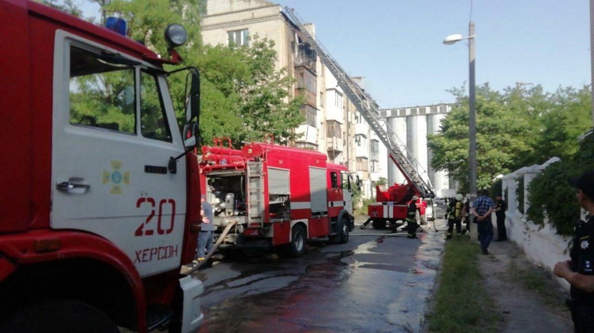 Херсонский горсовет обещает оказать помощь жильцам пострадавшей от пожара пятиэтажки (фото)