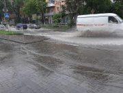 """Дождь превратил Херсон в """"Венецию"""""""