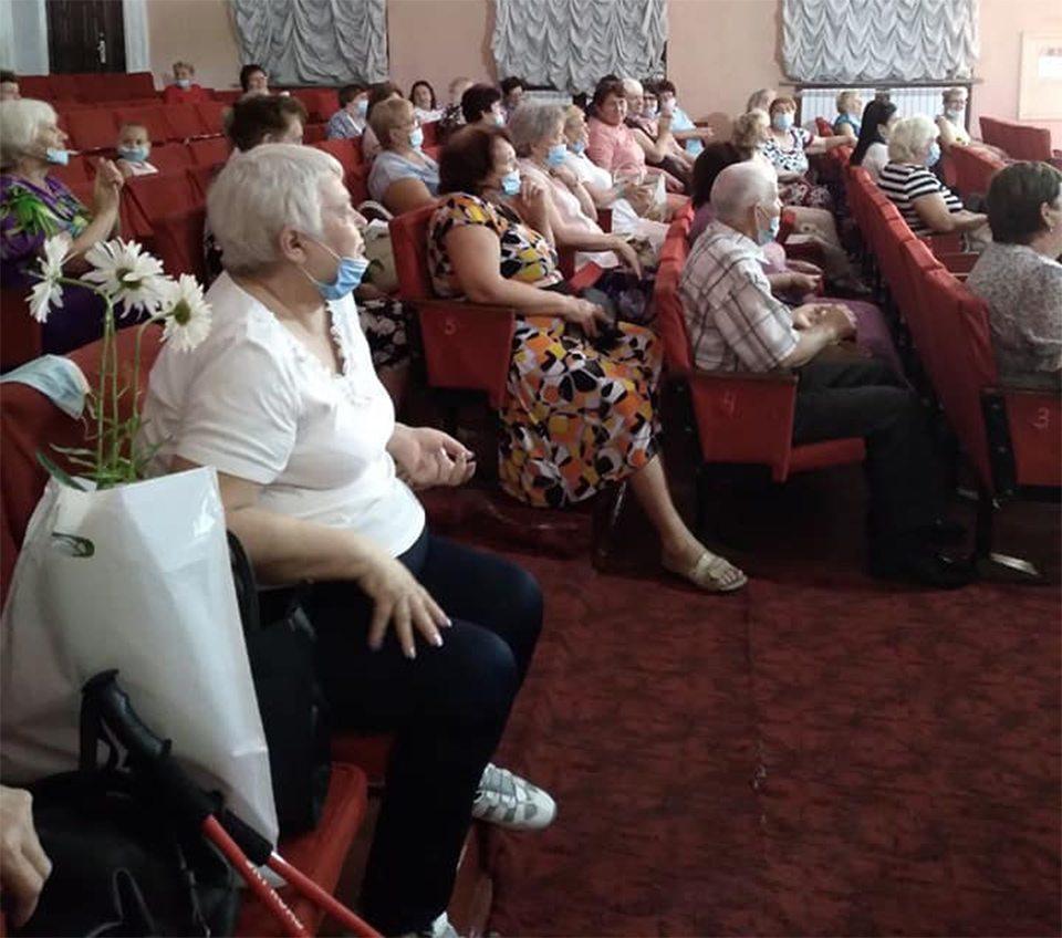 Лагута, пенсіонери, випускний