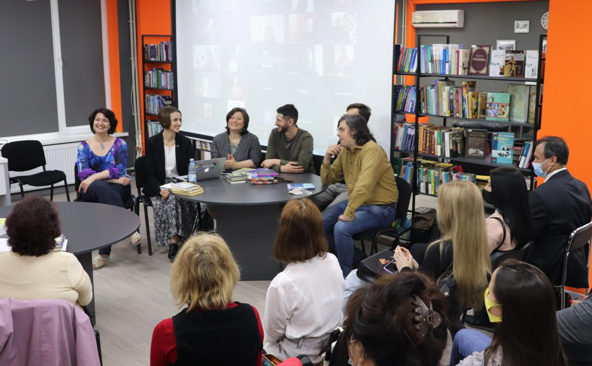ХДУ, зустріч, письменники