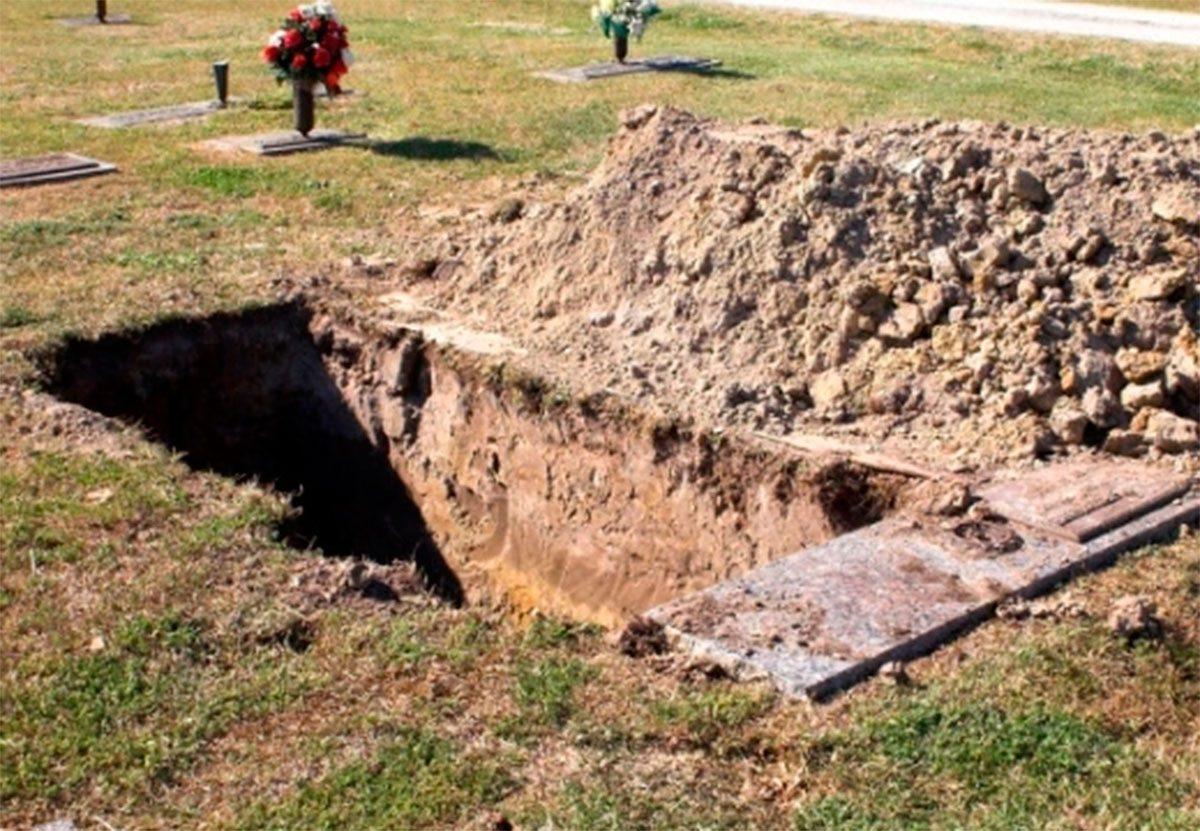 Берислав, могила, Яновский