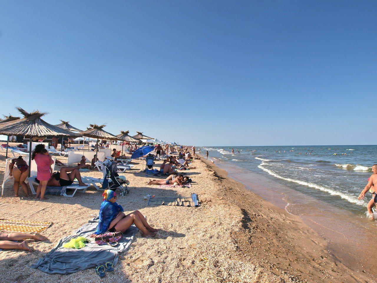 арабатка, геническ, пляжи