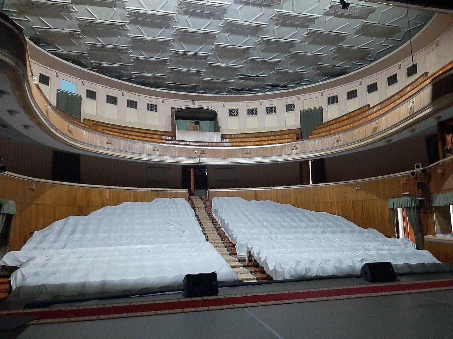 Херсонський театр йде у відпустку