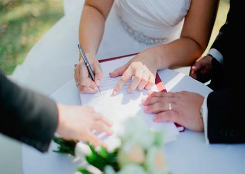 Для херсонцев экстренный брак пока не доступен