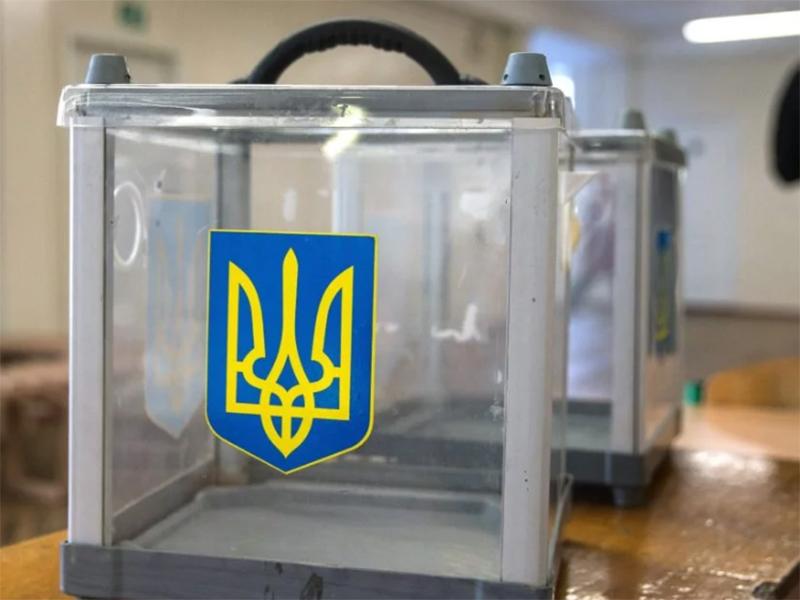 Херсонщина: на одну з ДВК опечатаний сейф принесли зранку