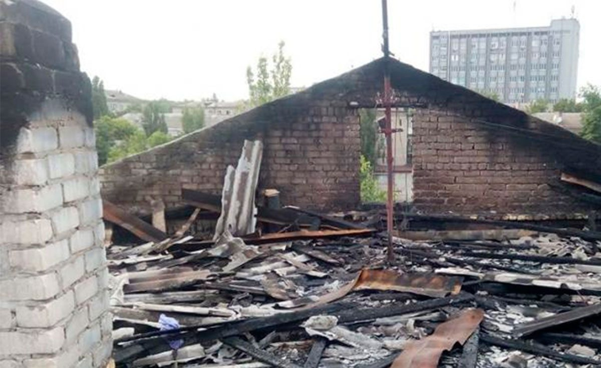 Кому в Херсонском горсовете не нужна сгоревшая крыша?
