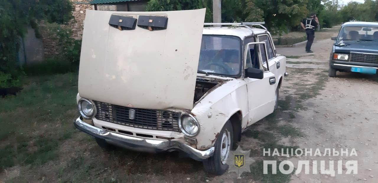 На Херсонщине полицейские за пару часов задержали угонщика авто, который на нём совершил ДТП