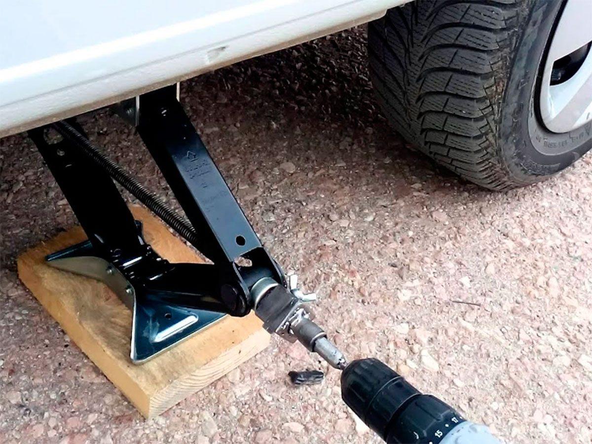 На Херсонщине автомобиль раздавил ноги своему водителю