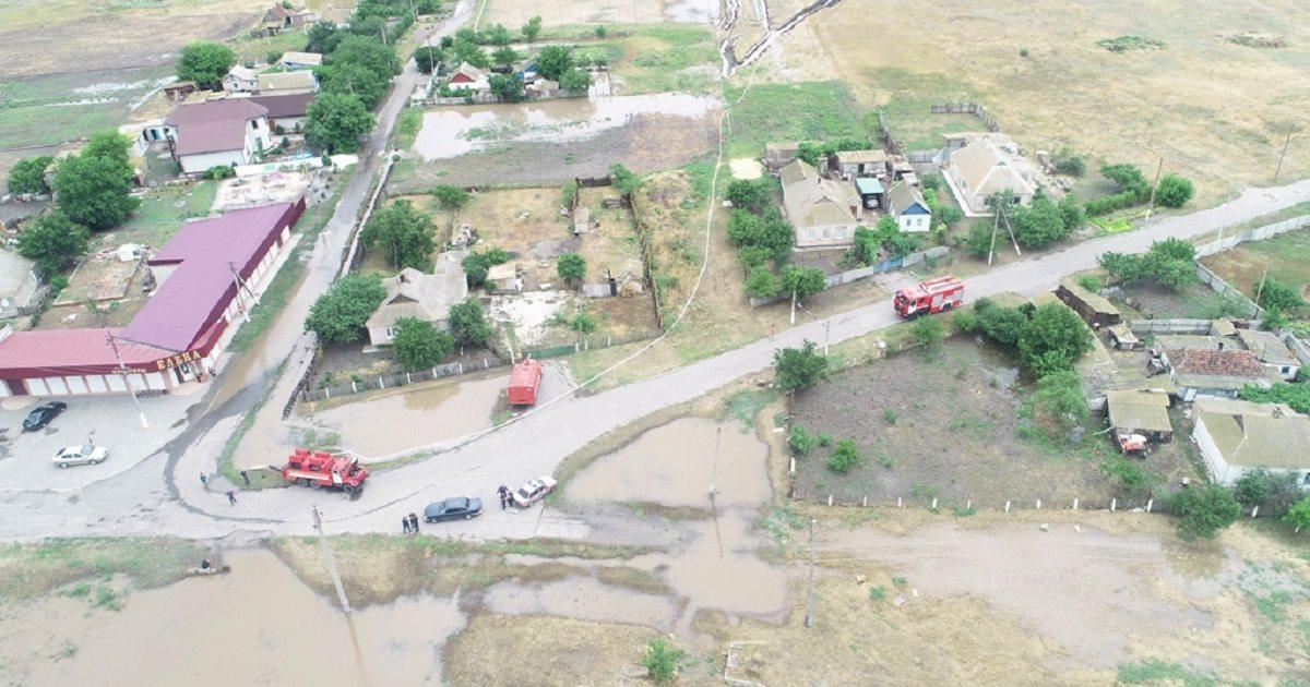 В Херсонской области осушают подтопленное село