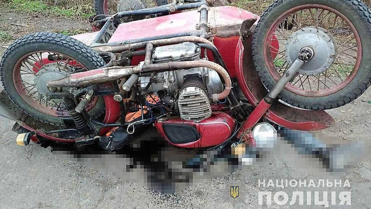 В Херсонской области в столкновении с автомобилем разбился мотоциклист
