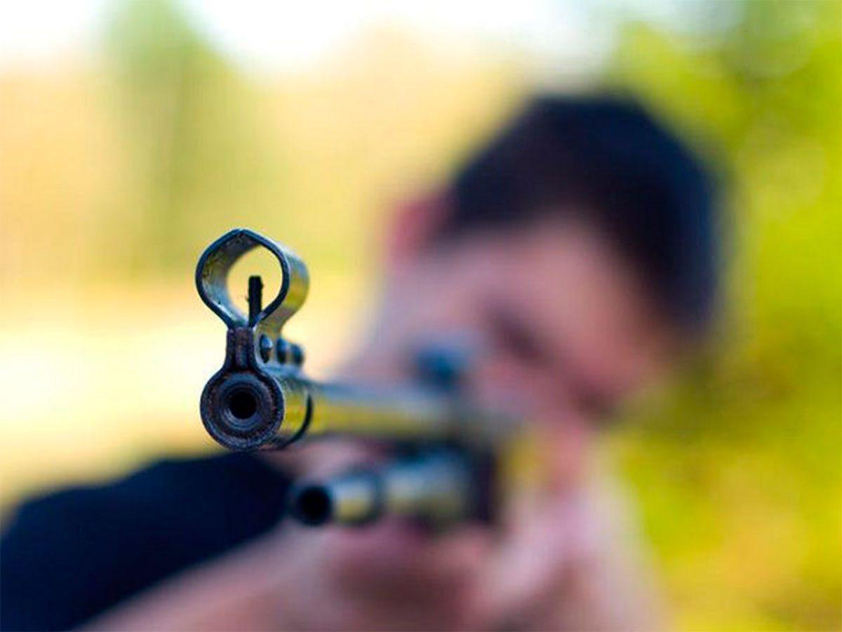 В Херсонской области муж по ошибке выстрелил в жену из винтовки