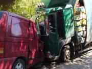 На Херсонщине в лобовом столкновении грузовика и микроавтобуса погибла женщина