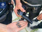 В Гидропарке патрульные нашли у пьяного херсонца пистолет с патронами