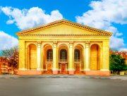 Херсонский театр отдаёт долги