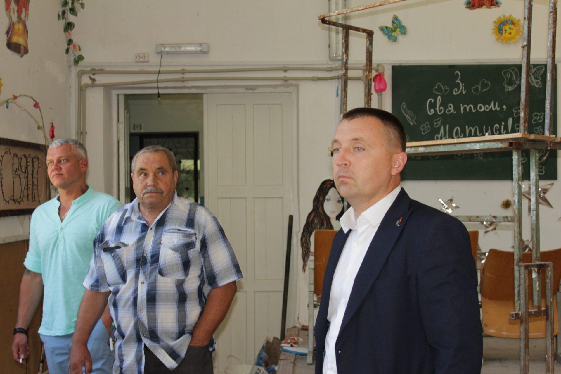 Голова Олешківської райради продовжує інспектувати школи району