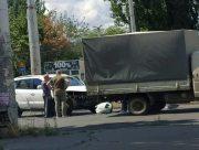 В Херсоне иномарка врезалась в грузовик на ХБК