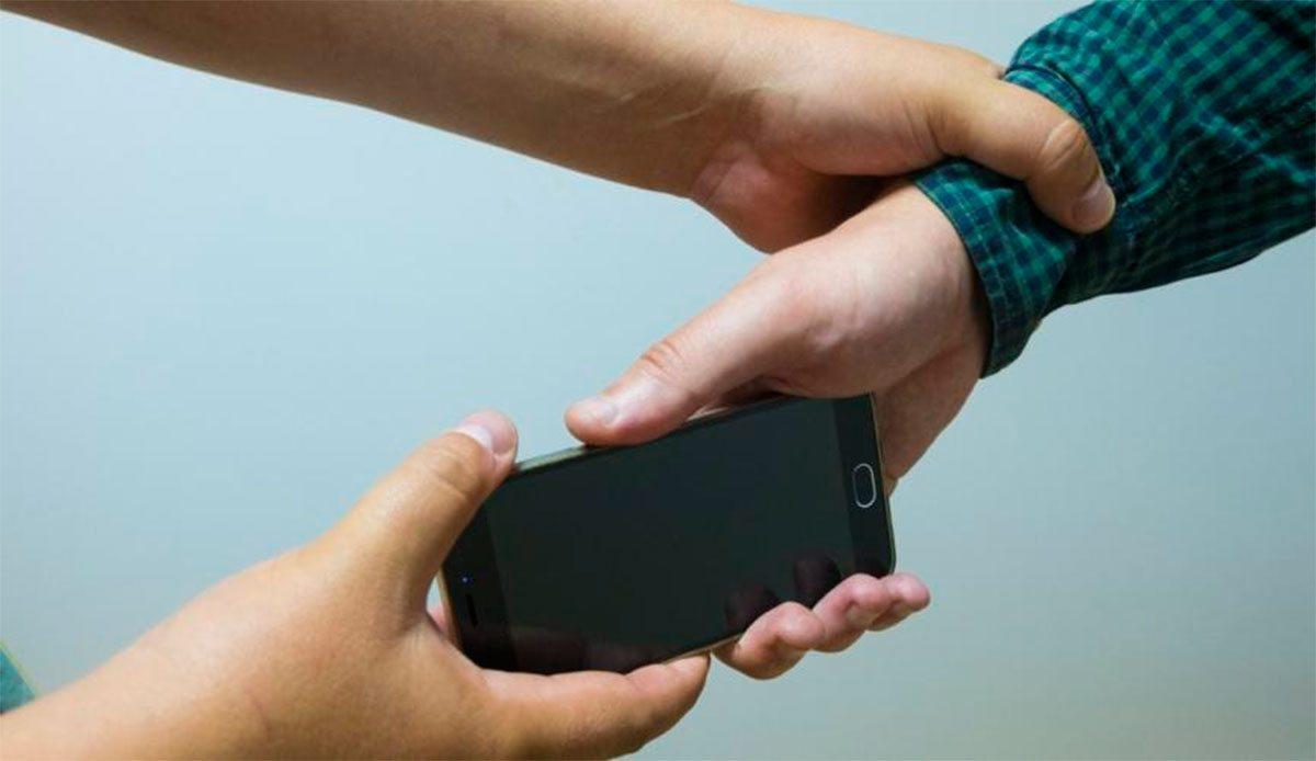 Обменять детей на телефон пыталась жительница Херсонщины