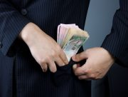 На Херсонщине глава стройфирмы присвоил 156 тысяч грн