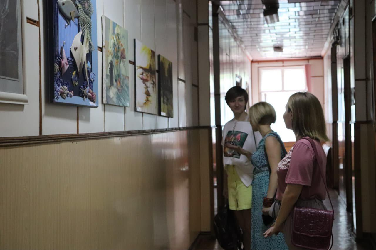 виставка, художники, ХДУ, служба крові