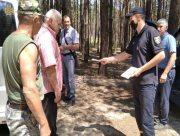 На Херсонщині рятувальники  з лісниками проводять роз'яснювальну роботу з відпочиваючими в лісі