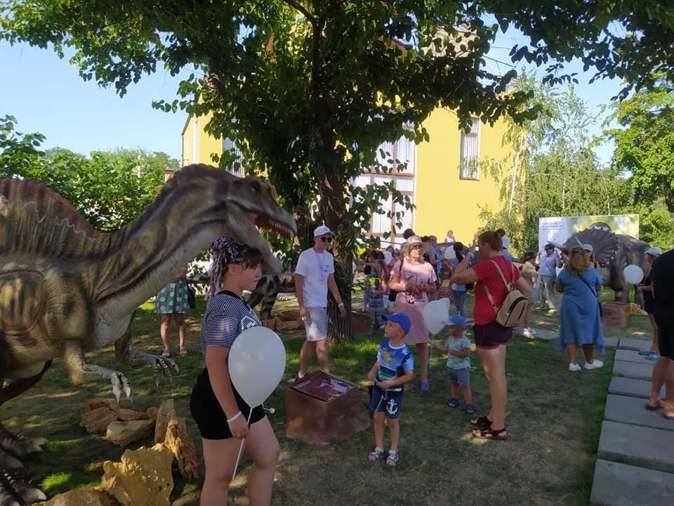 Нова Каховка, парк, динозаври