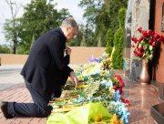 Петро Порошенко у річницю визволення Слов'янська і Краматорська побував на Донбасі – привіз на передову обладнання та вшанував українських героїв