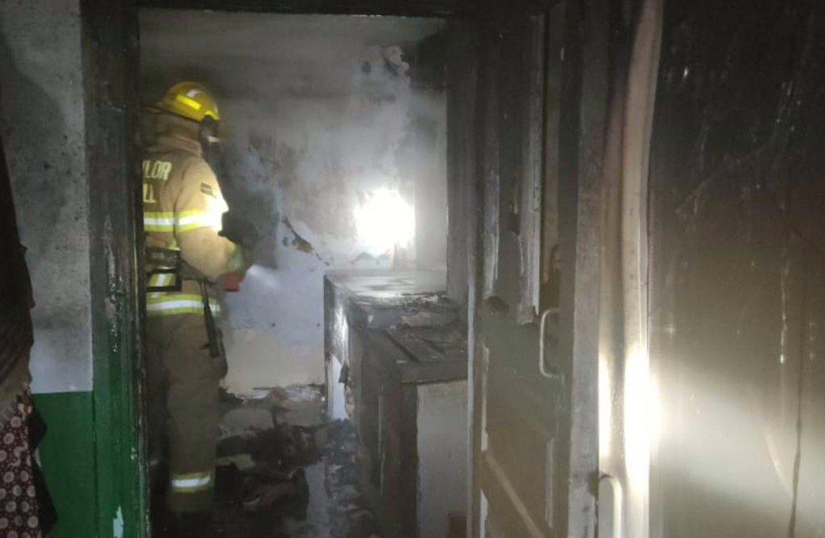 Херсонские пожарные потушили возгорание дома в Антоновке