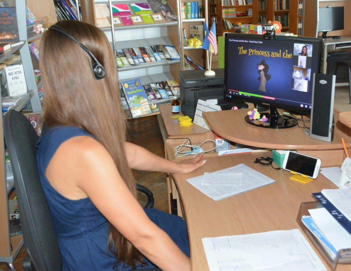 В Херсонской библиотеке читали сказку онлайн