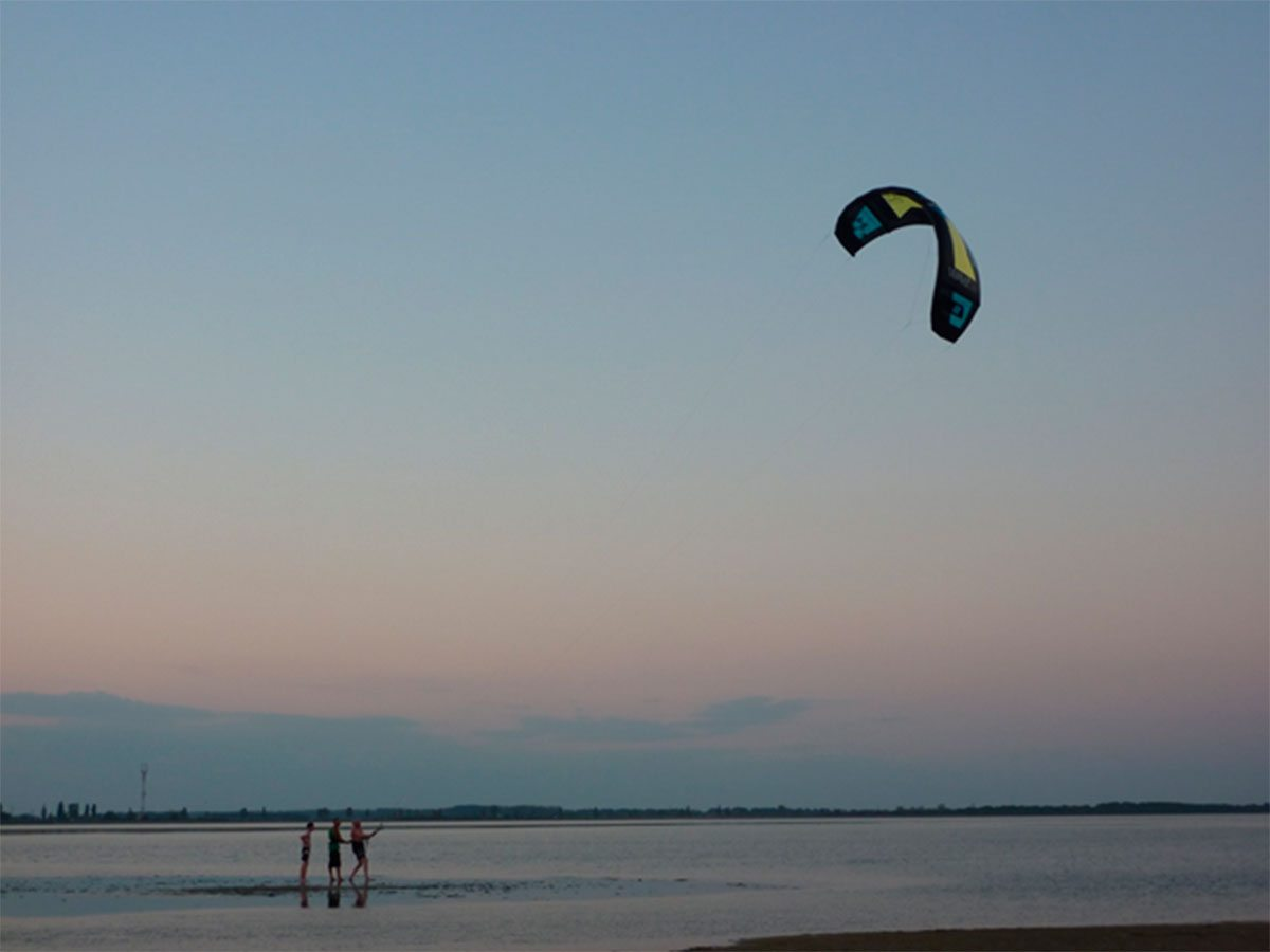 На Херсонщине учатся летать над морем