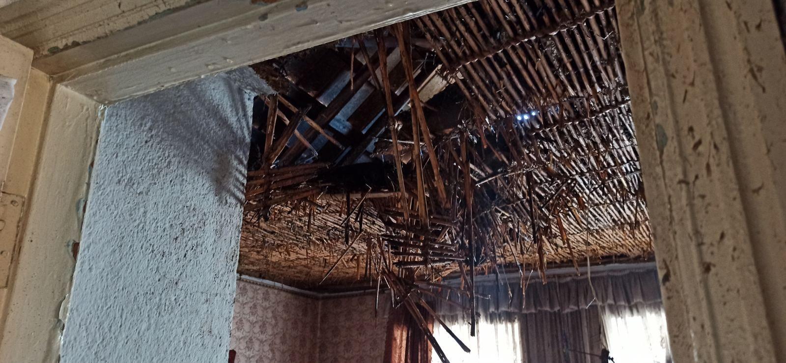 В пригороде Херсона горела крыша жилого дома