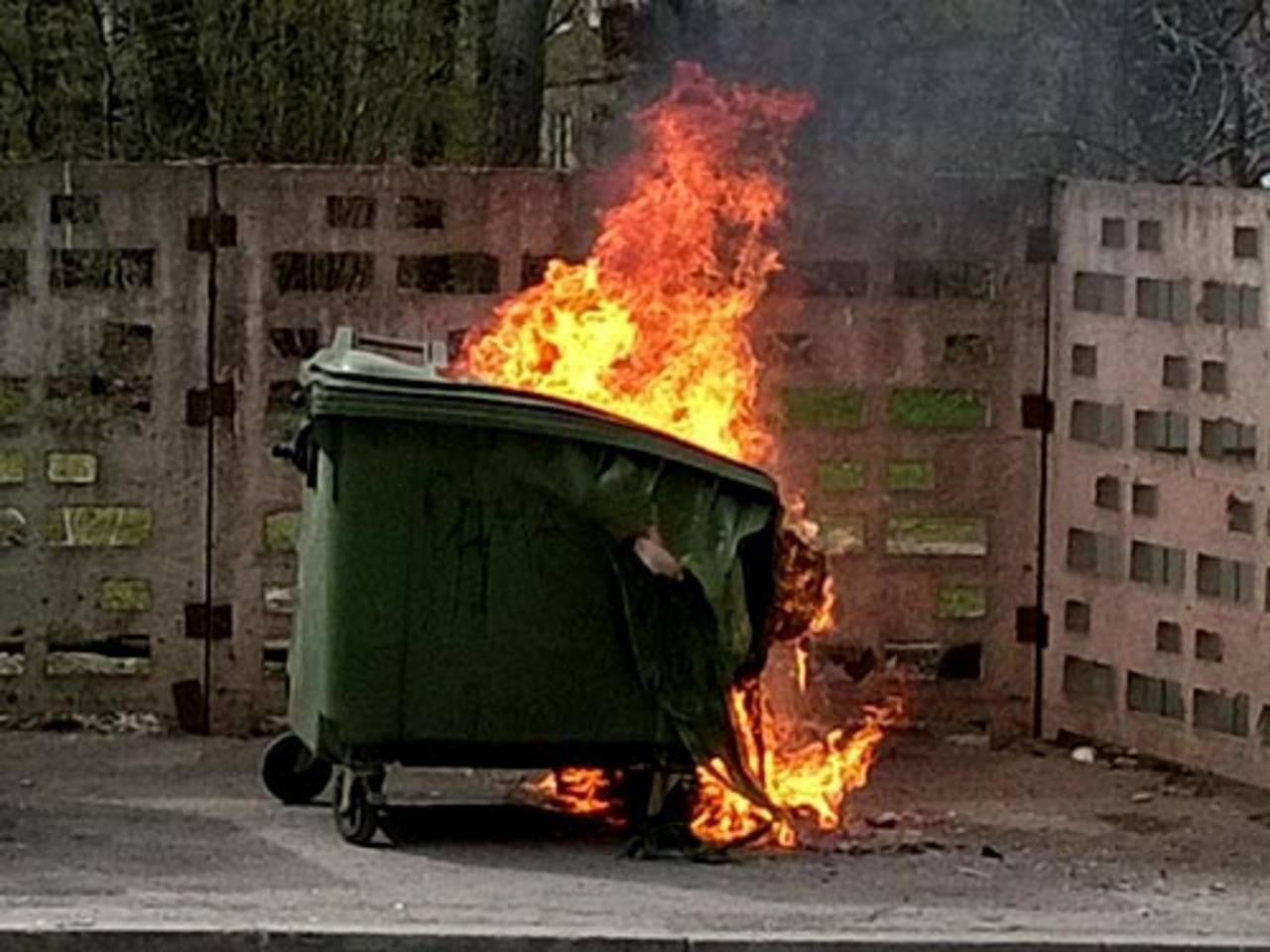 Херсон,пожар,мусорный бак