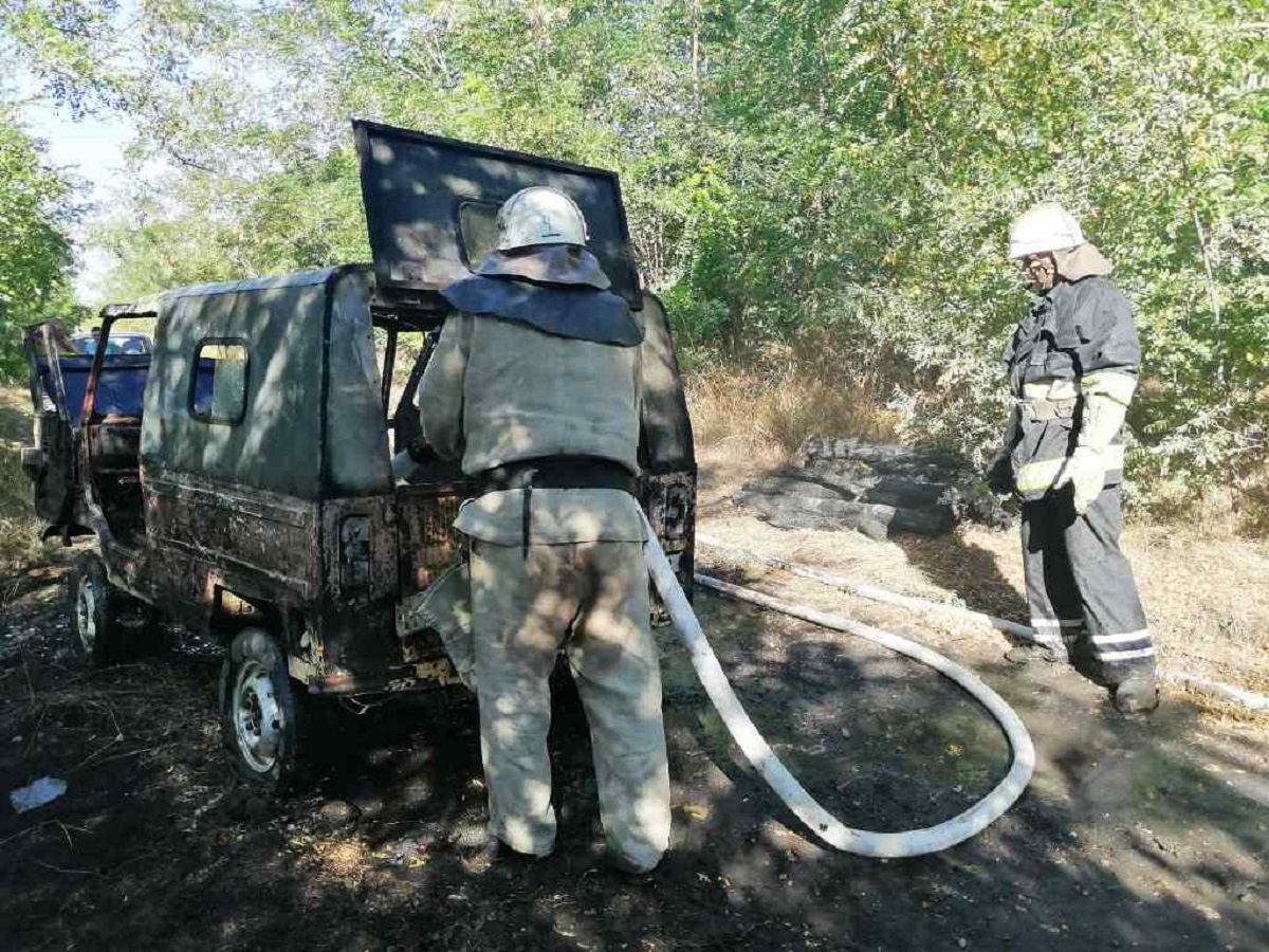 В Херсонской области сгорел джип
