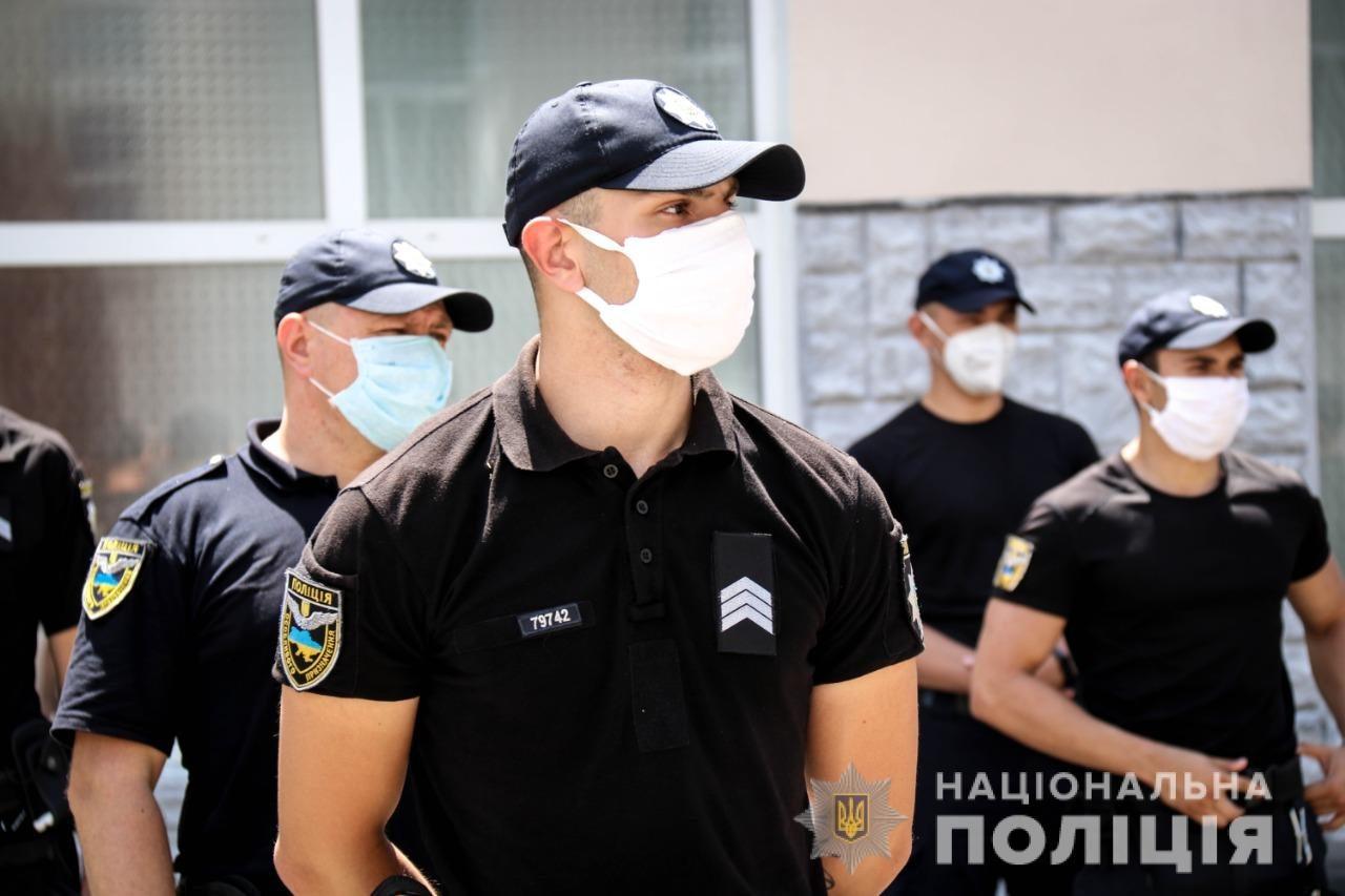 Поліція Херсонщини закликає громадян під час відзначення державних свят дотримуватися карантинних вимог