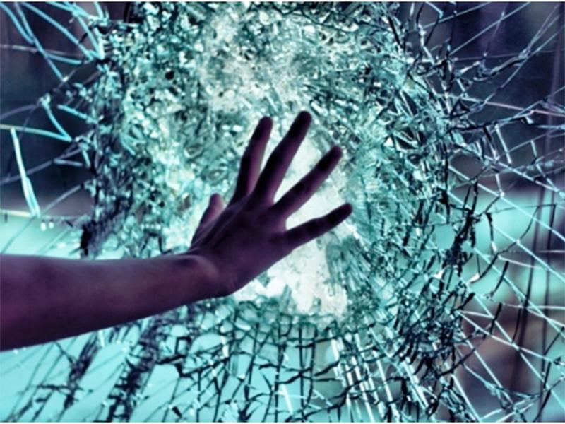 В херсонском ТРЦ получила ранение молодая горожанка