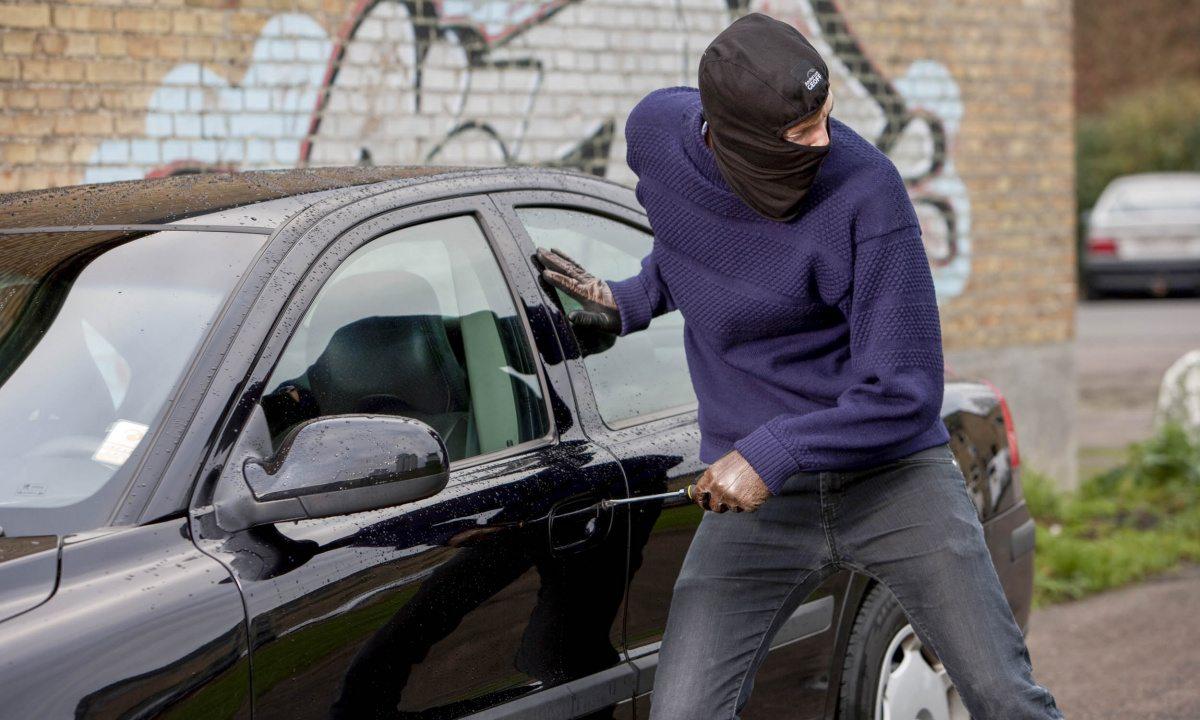 В Херсоне грабят машины у рынка на Таврическом - видео