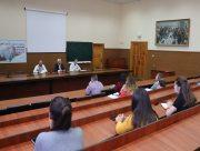 Ректор Херсонського держунiверситету поспiлкувався зі студентами