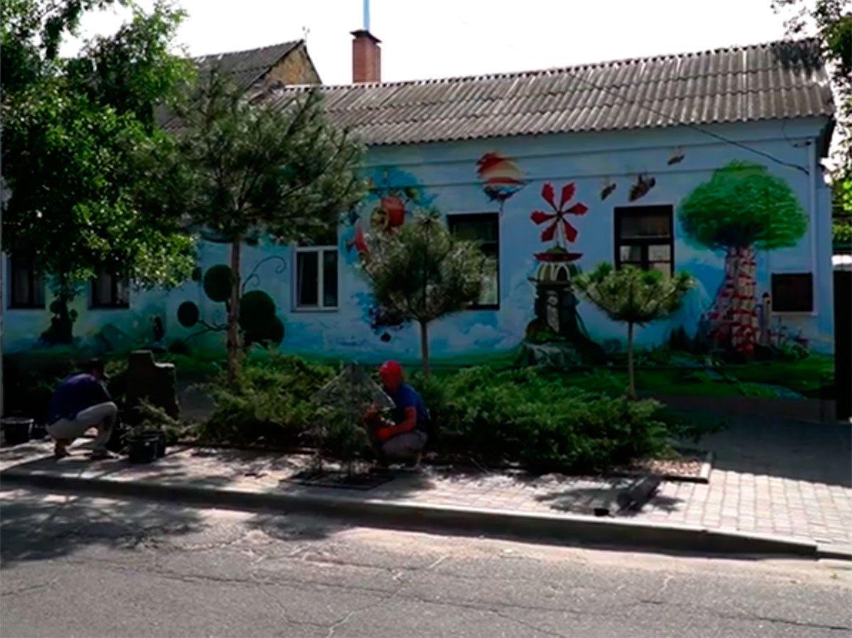 """Херсонські художники додали фарб """"кварталу Колихаєва"""""""
