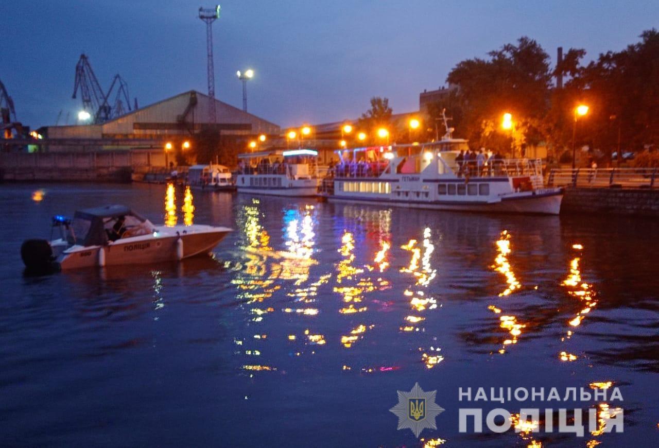 """Поліція Херсонщини забезпечила безпеку фестивалю  """"Гогольfest"""" на воді"""