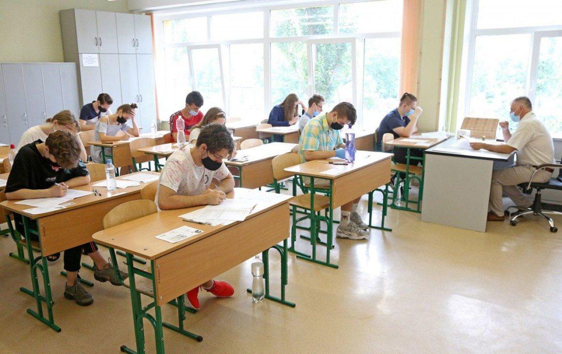На время карантина в  школах разрешили не ставить оценки по некоторым предметам